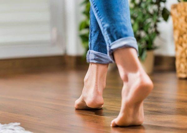 camminare sul pavimento riscaldato